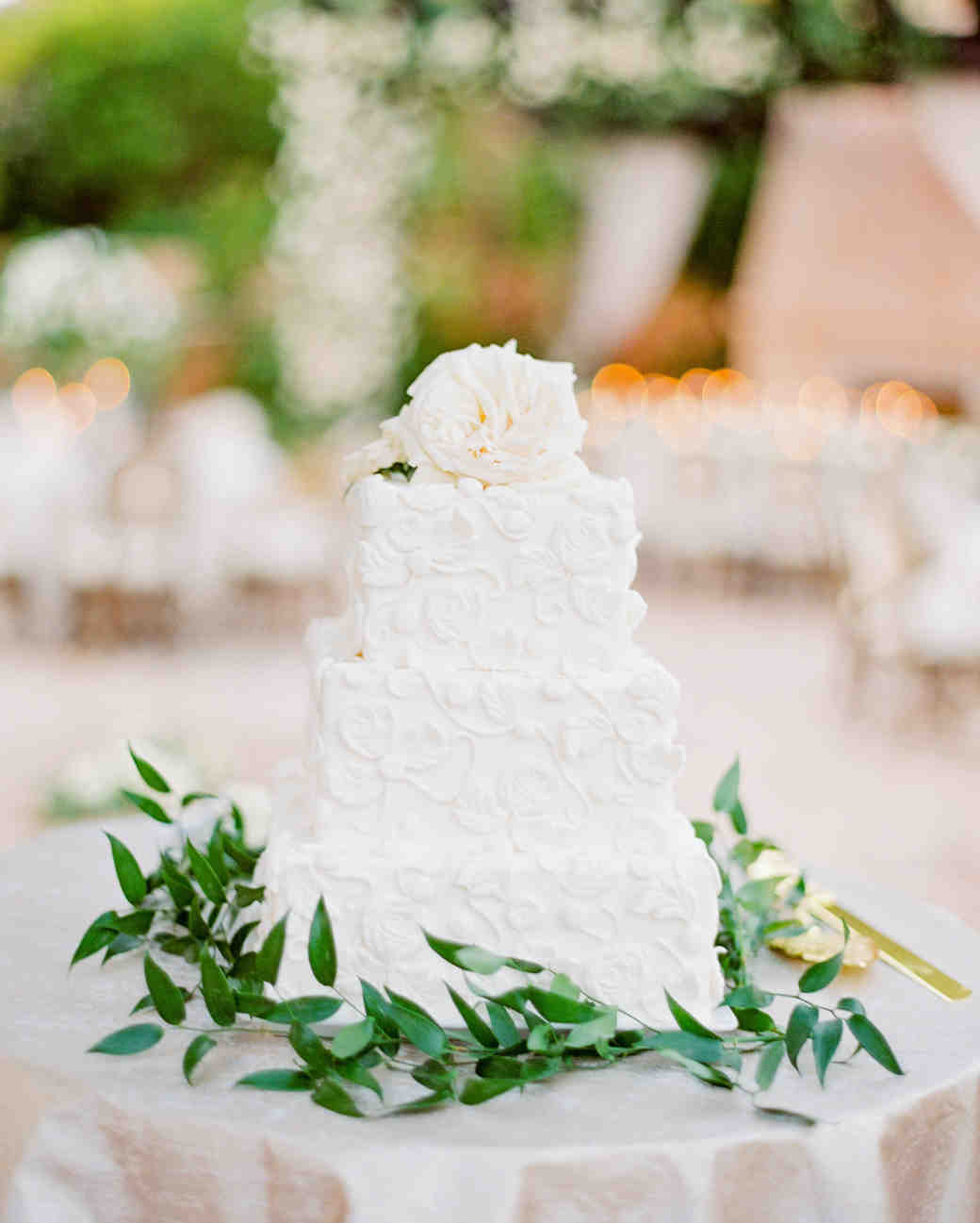 Elizabeth & Robert's 3-tier wedding cake