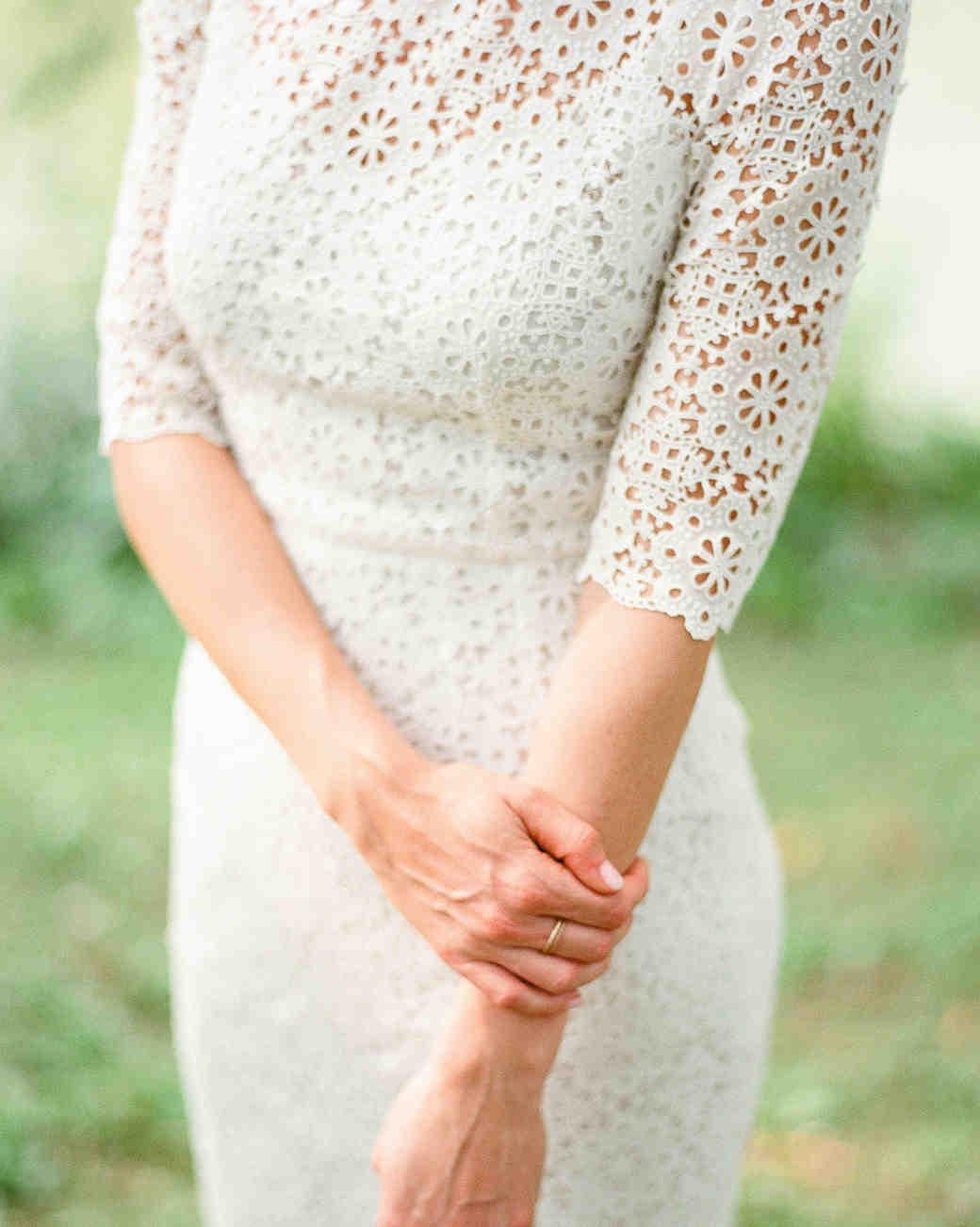 20 Ways To Use Eyelet Lace Throughout Your Wedding