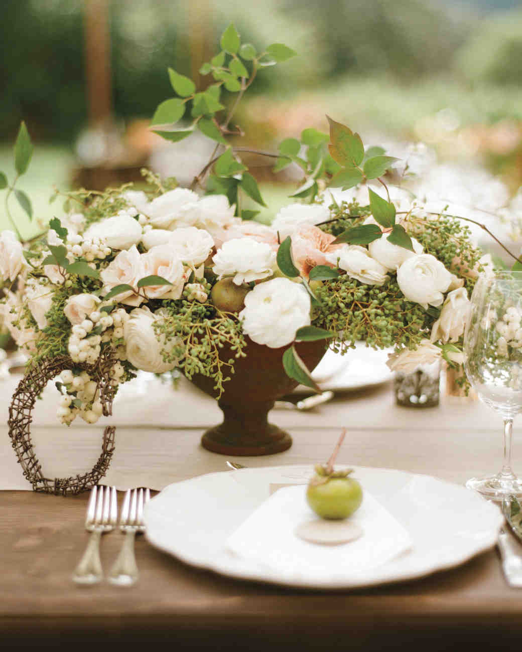 lauren-conor-tablescape-mwds109822.jpg