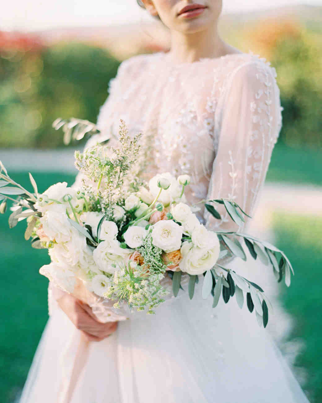 Loose Bouquet with White Ranunculus and Queen Anne Lace