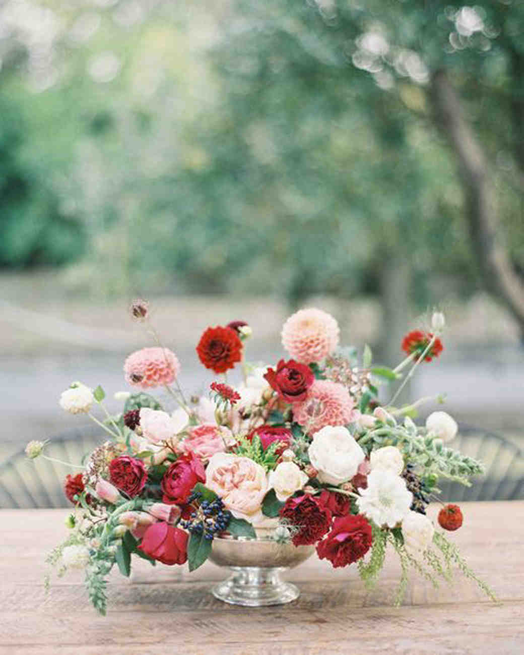 compote centerpieces pink and red bouquet on wooden table