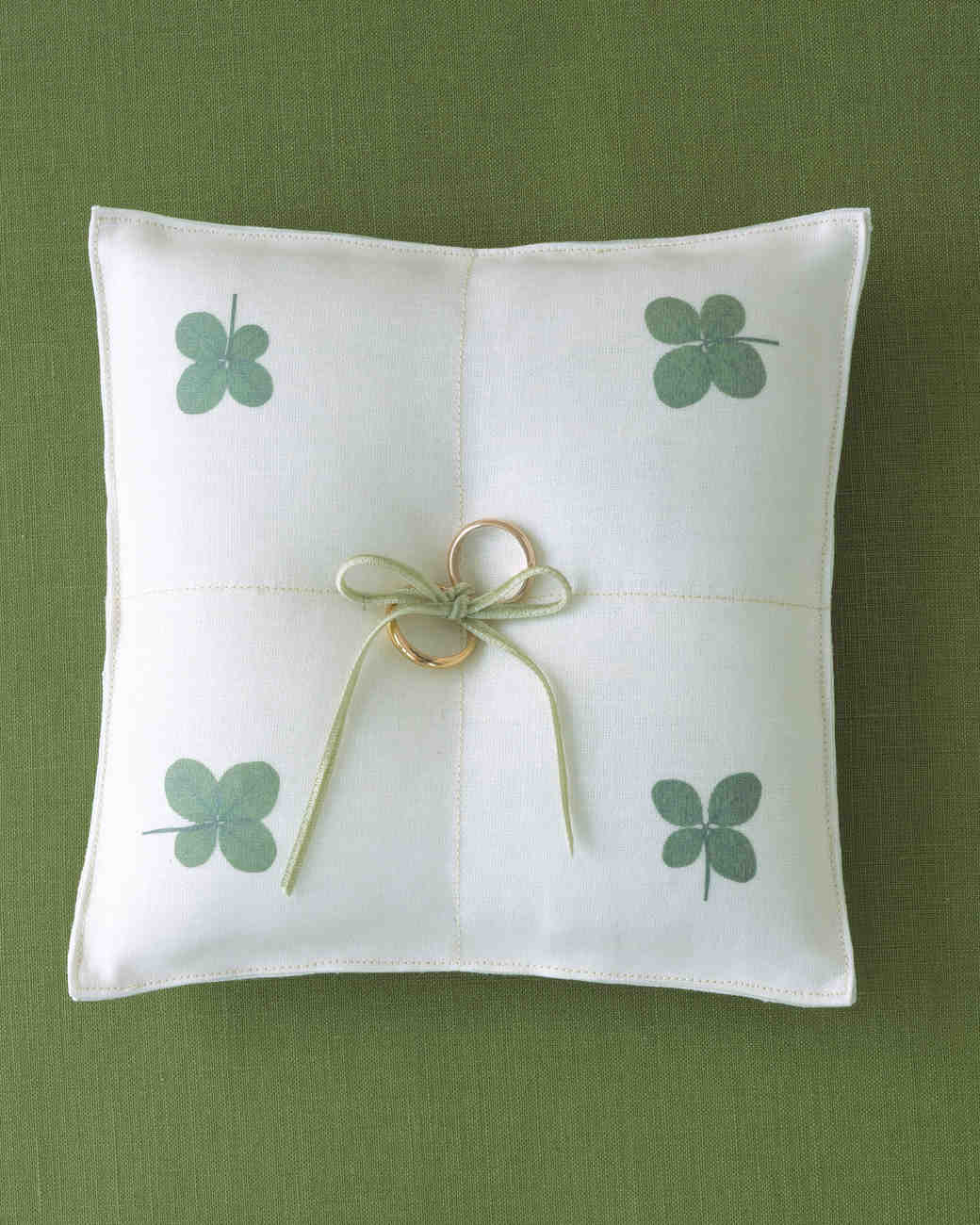 diy-ring-pillows-a99035-clover-0515.jpg