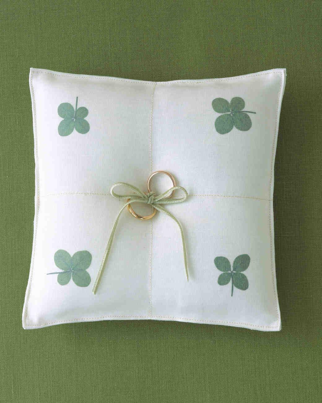 diy-ring-pillows-a99035-clover-0515.jpg