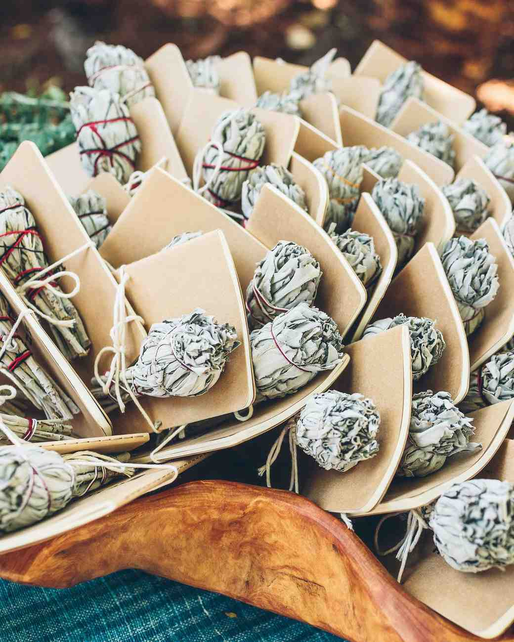 Small Gifts For Wedding Guests: 50 Creative Wedding Favors That Will Delight Your Guests