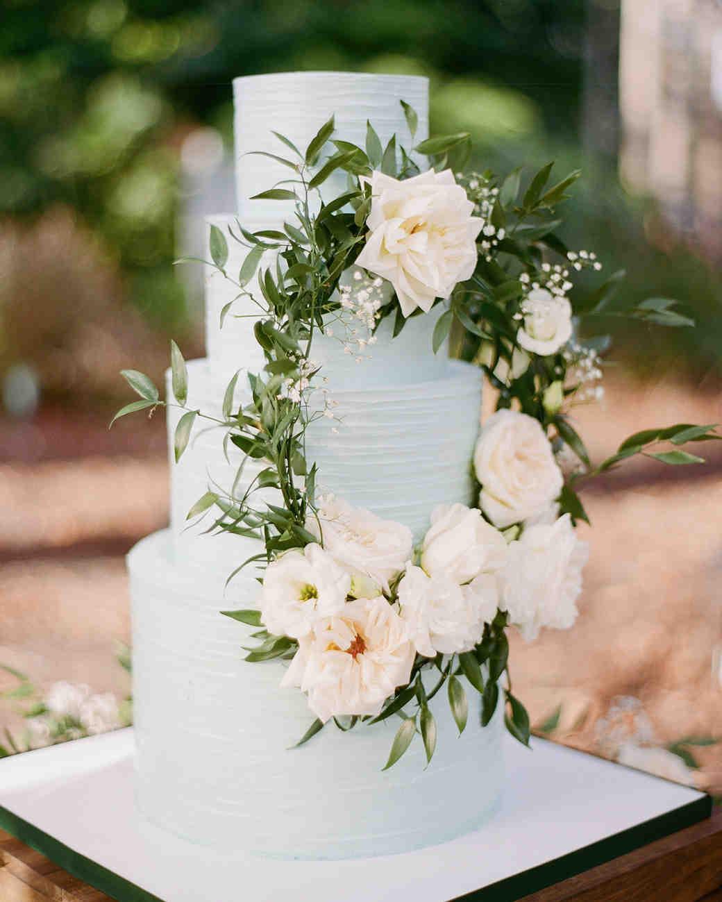 wedding wreath on wedding cake