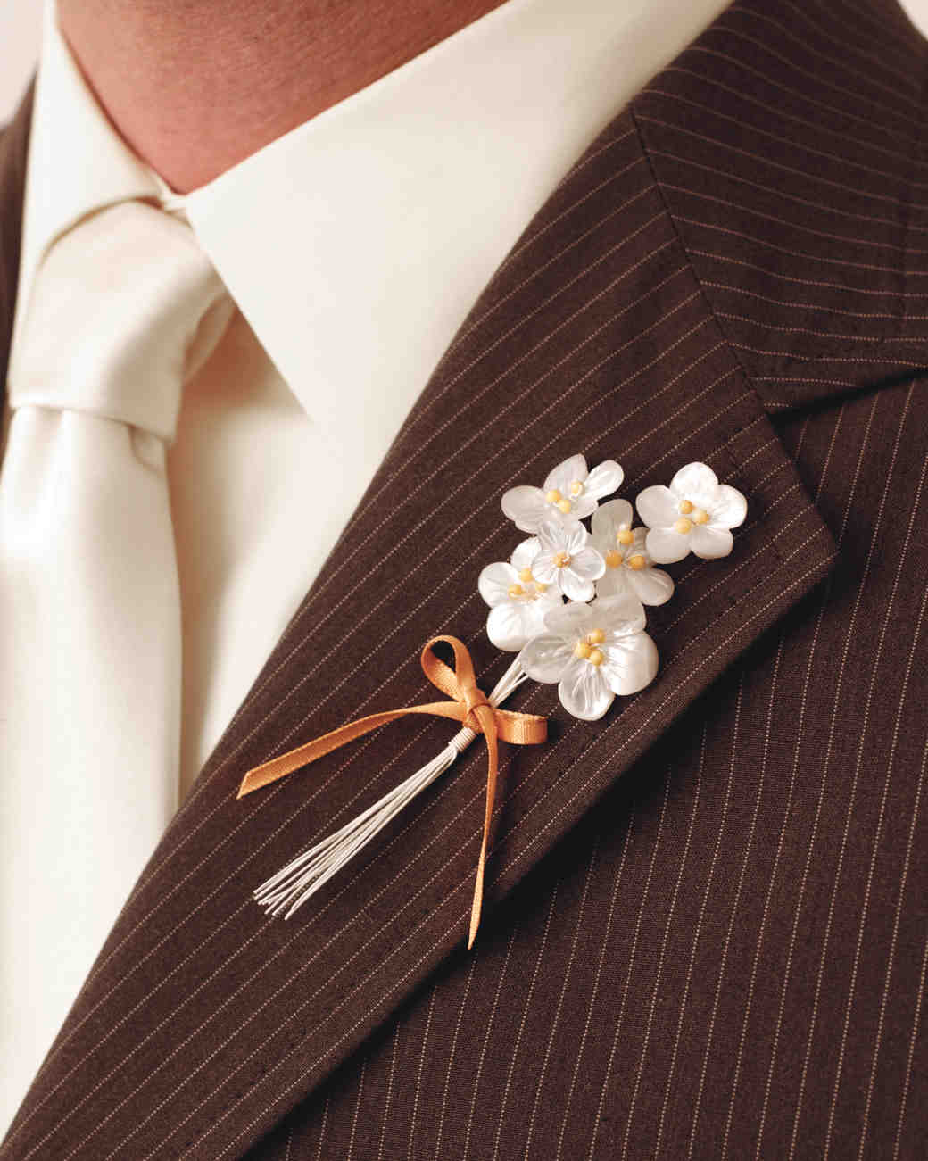 Diy boutonnire ideas for your wedding martha stewart weddings solutioingenieria Image collections