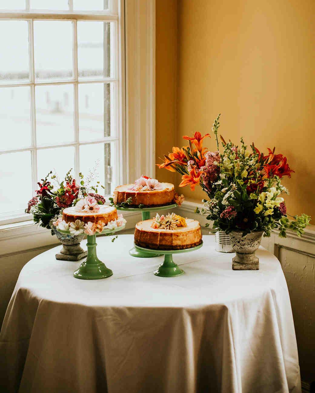 leah michael wedding cakes display flowers