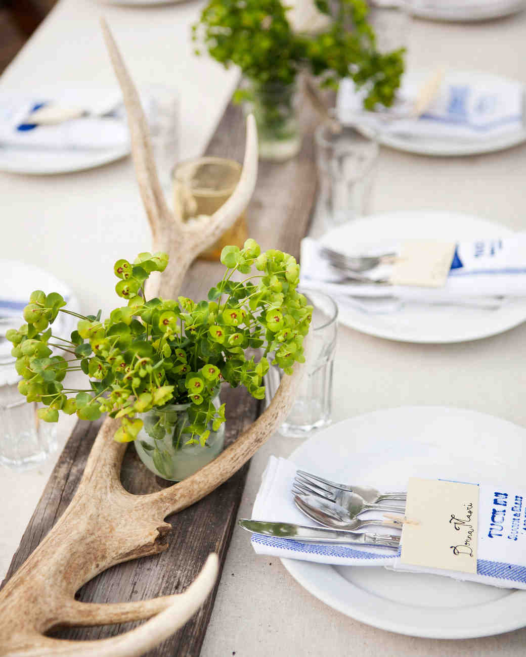 Merveilleux 14 Ideas That Prove Antlers Make Awesome Wedding Décor | Martha Stewart  Weddings