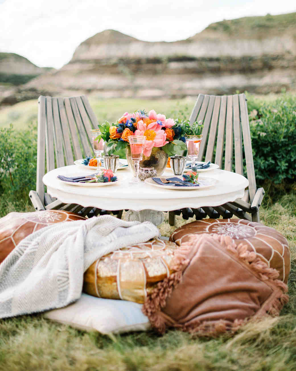 sweetheart table outdoor with adirondack chairs