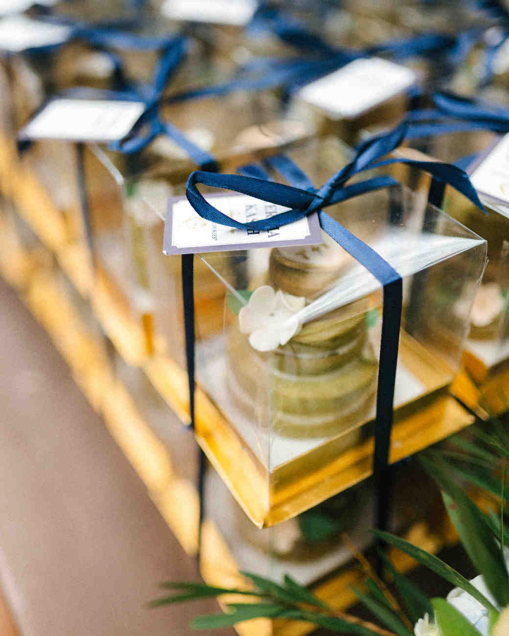 wedding favors shortbread cookies cakes blue ribbon
