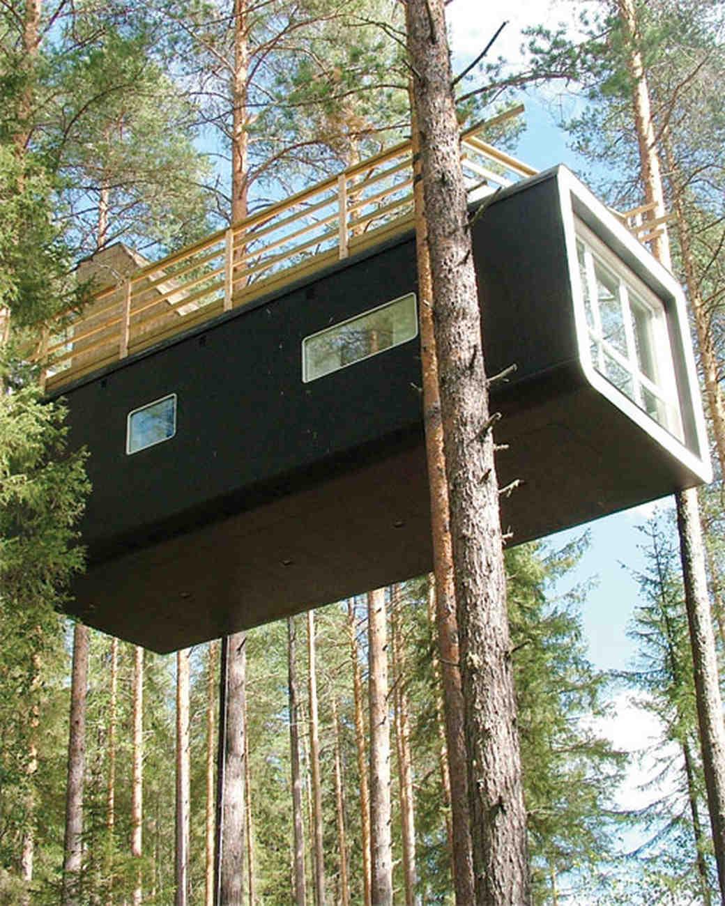 ms106931_spr11_treehotel_cabin_ext_02.jpg