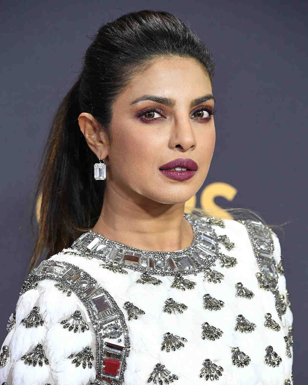 priyanka chopra beauty look 2017 emmys