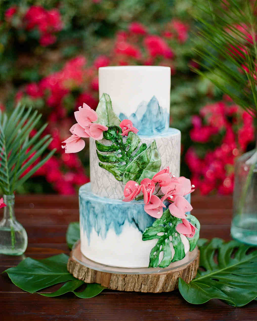 summer wedding cakes monstera