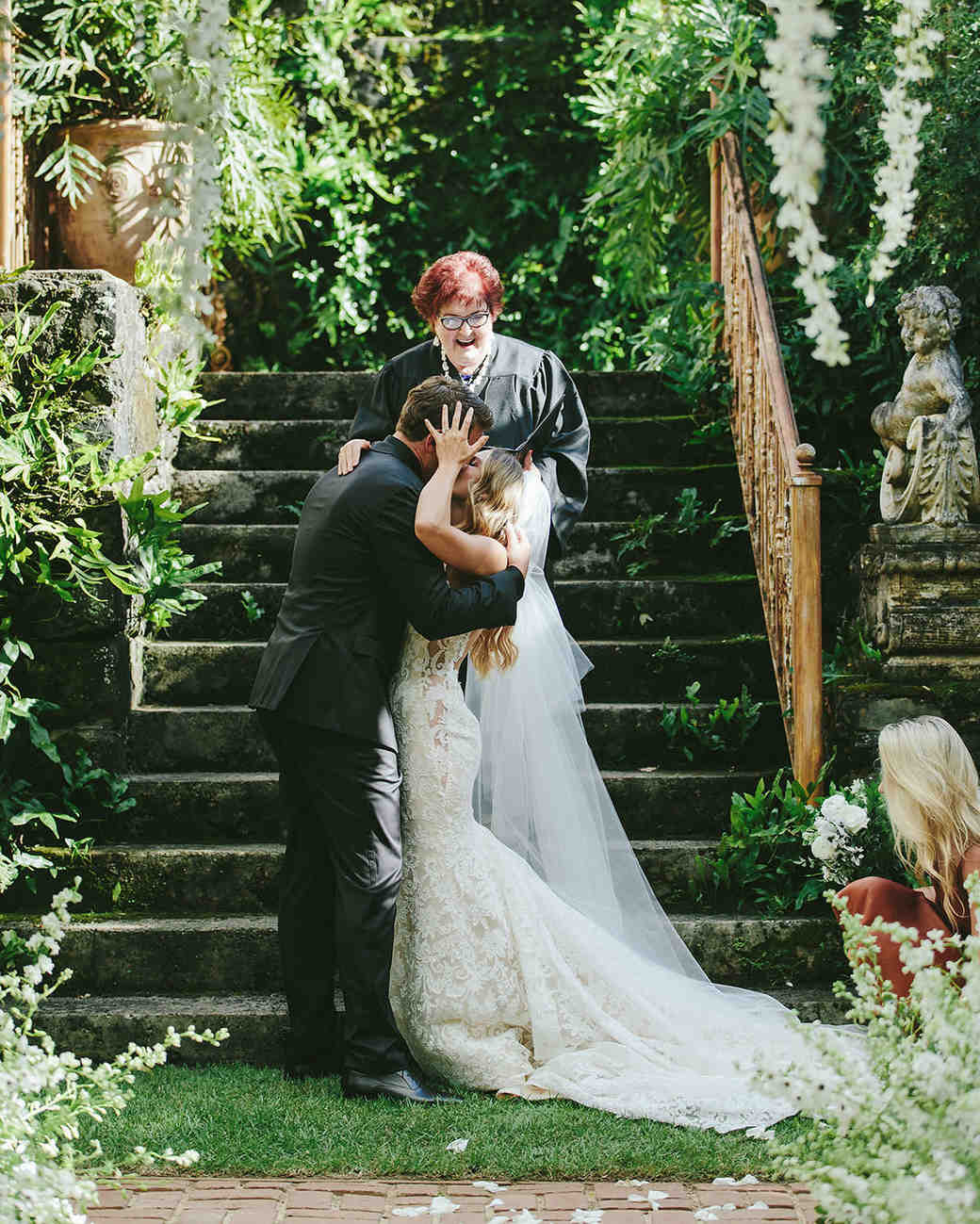 sarah daniel wedding ceremony kiss