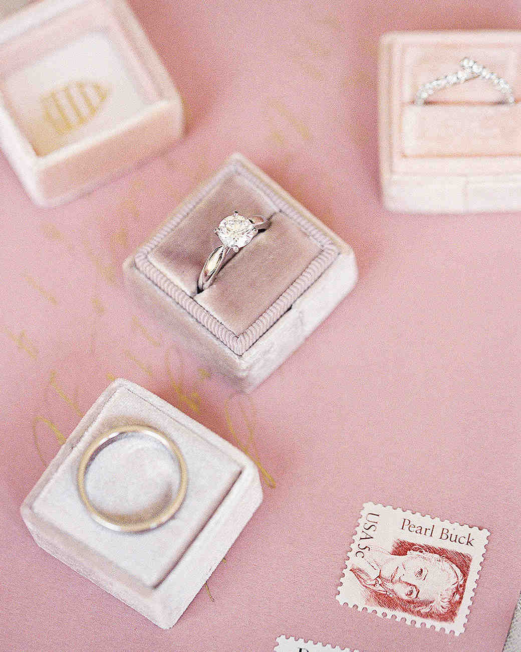 yiran yexiang wedding rings and boxes