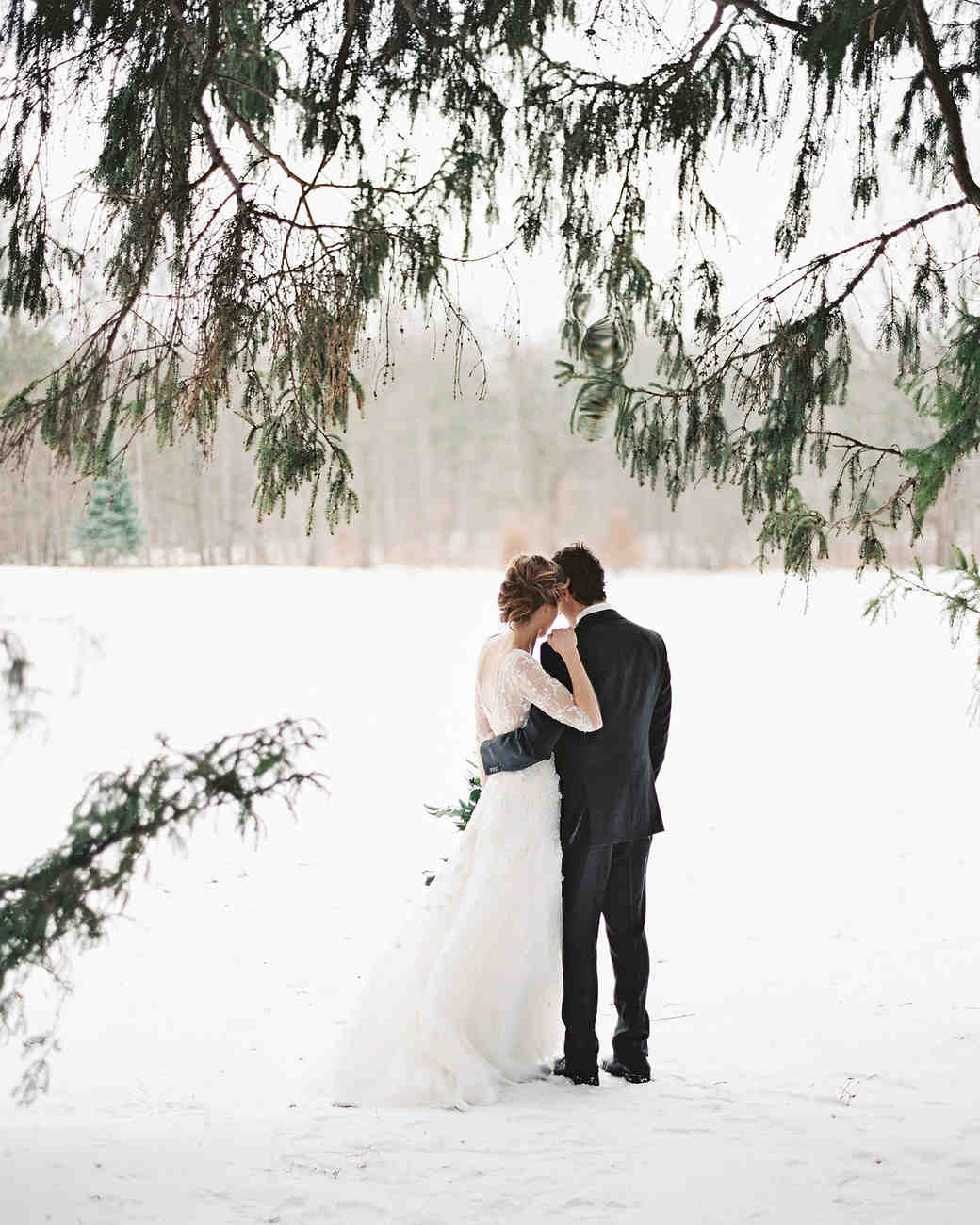 34 Snowy Wedding Photos That Will Make You Want To Get