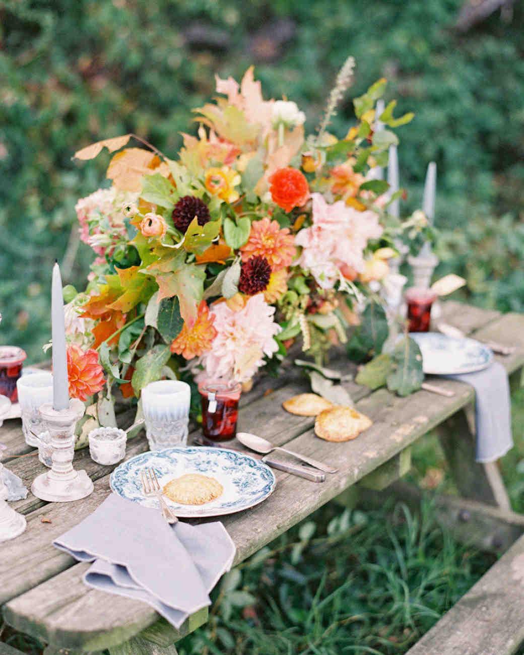 28 of the prettiest rustic wedding centerpieces martha stewart rh marthastewartweddings com centerpieces for october wedding centerpieces for autumn wedding