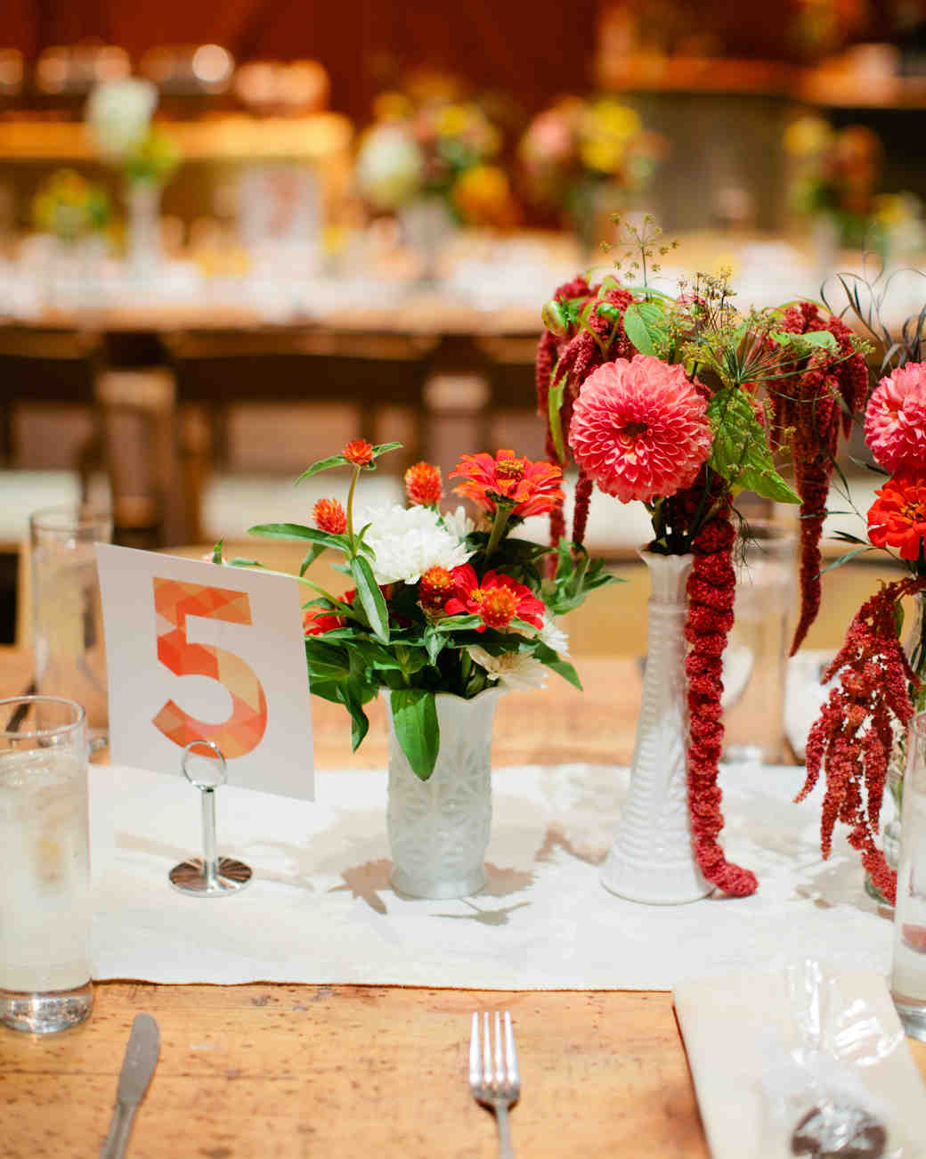 jess-steve-wedding-table-69-s112362-1115.jpg