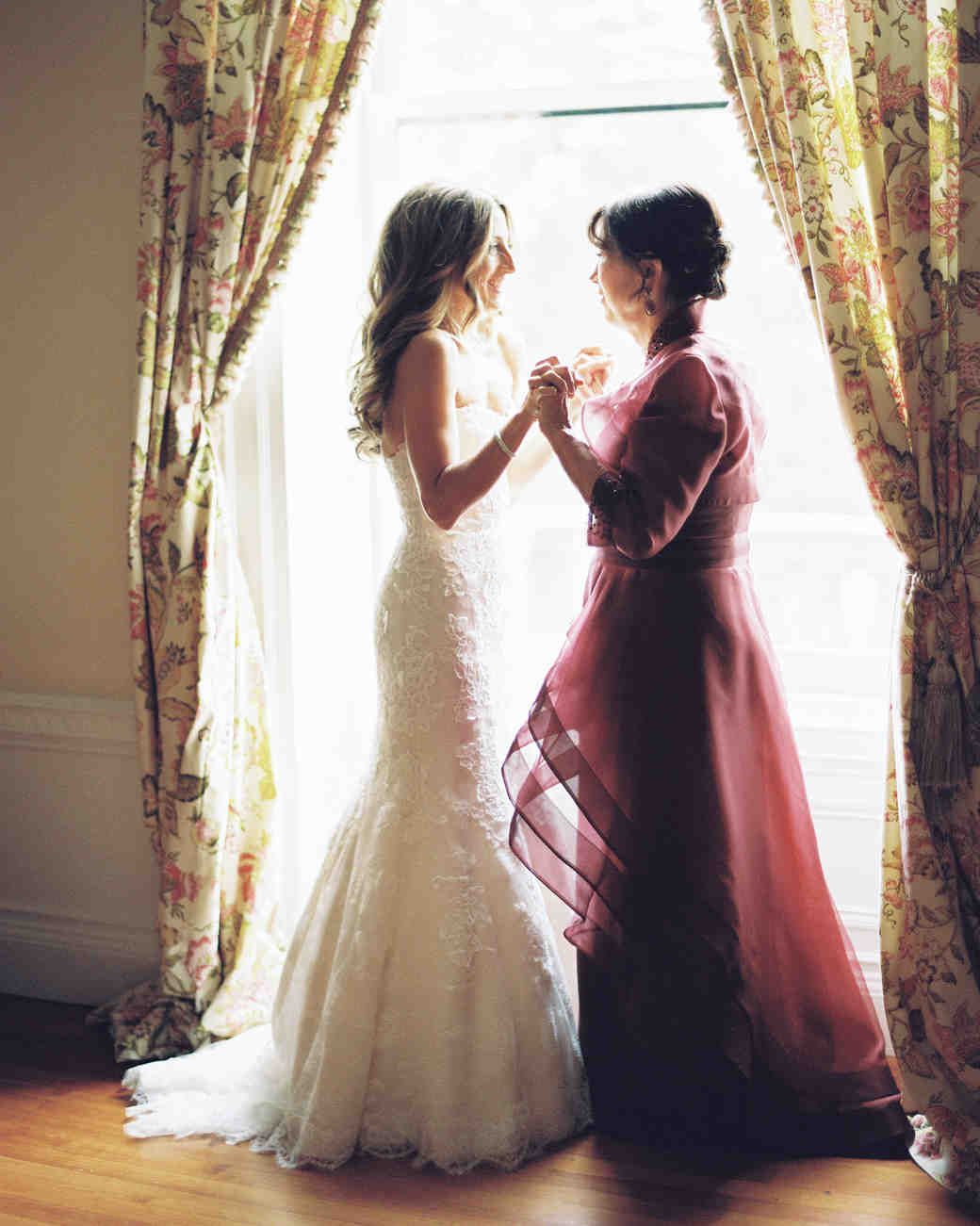 55 Heartwarming Mother Daughter Wedding Photos Martha Weddings
