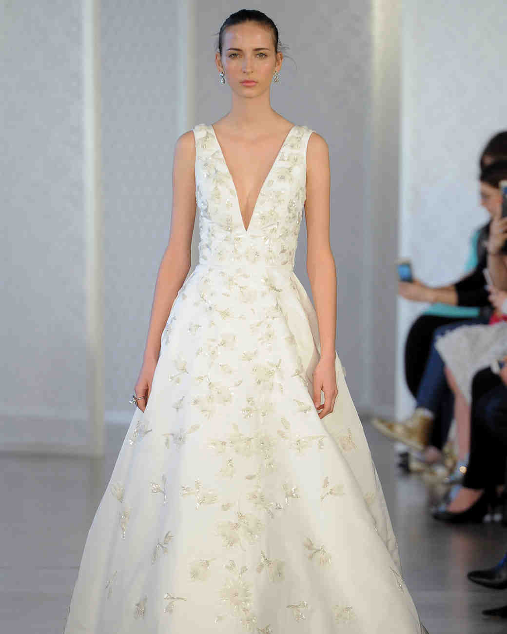 Dress Gowns For Weddings: Oscar De La Renta Spring 2017 Wedding Dress Collection