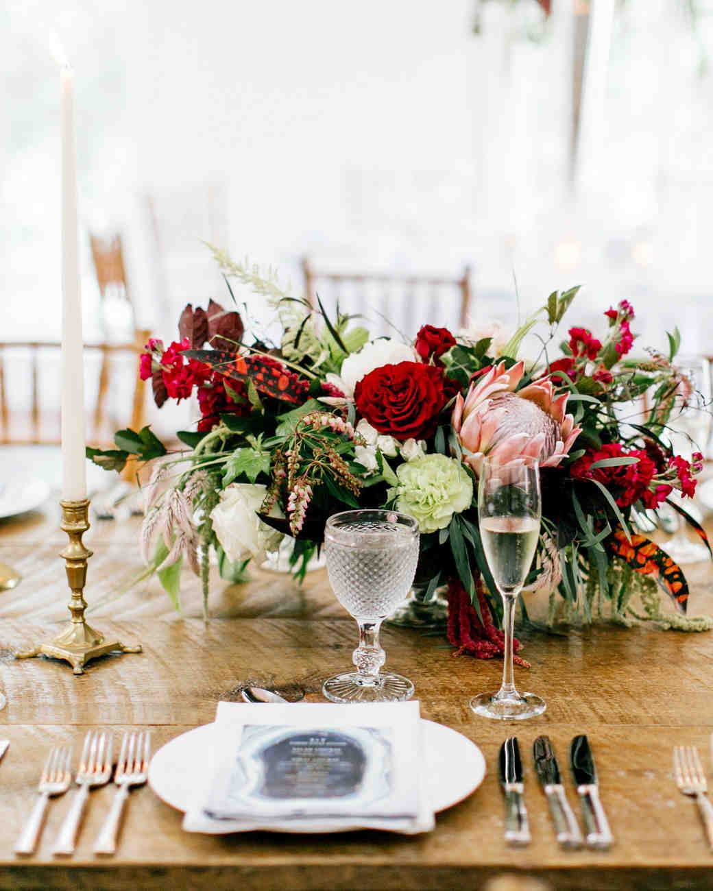 table arrangement for wedding