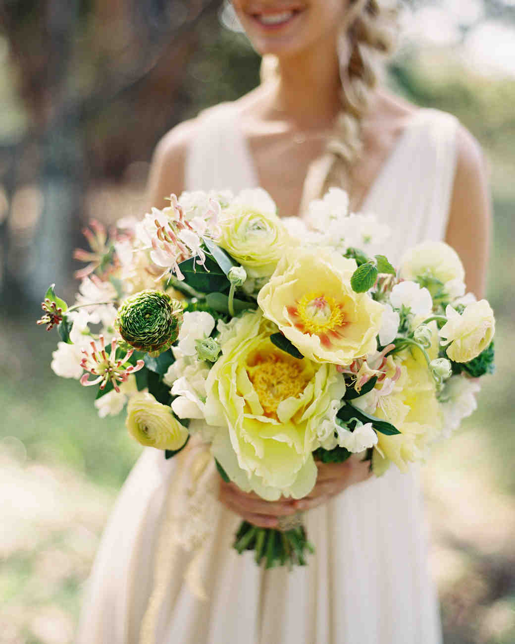 Yellow Wedding Flowers: 20 Yellow Wedding Bouquets To Brighten Up Your Big Day