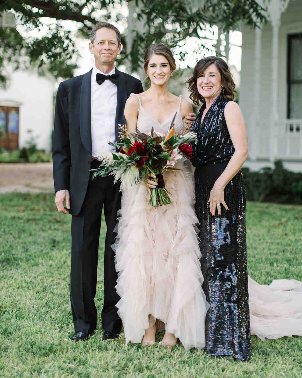 wedding family bride mom dad