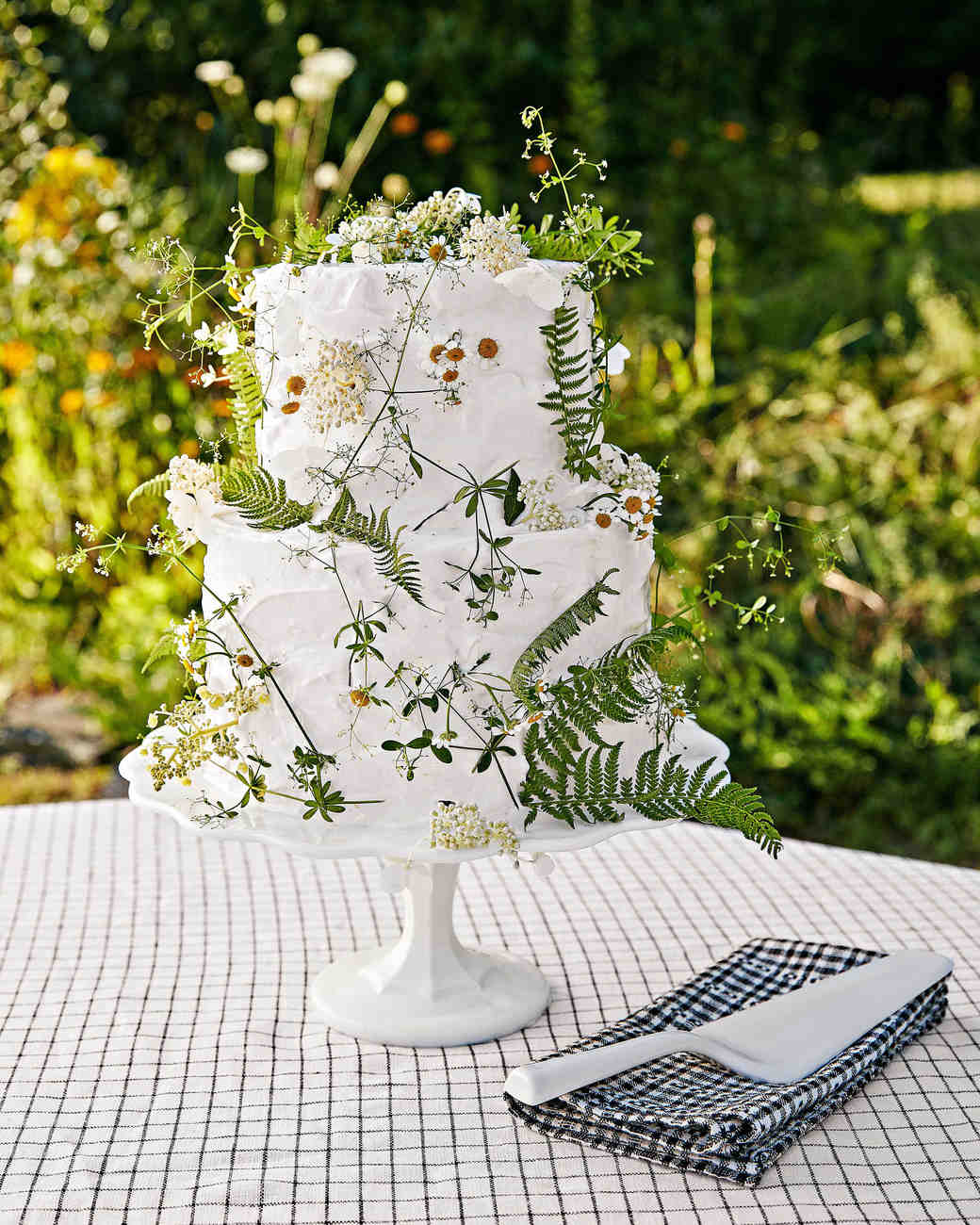 avril quy wedding new york cake flowers green white