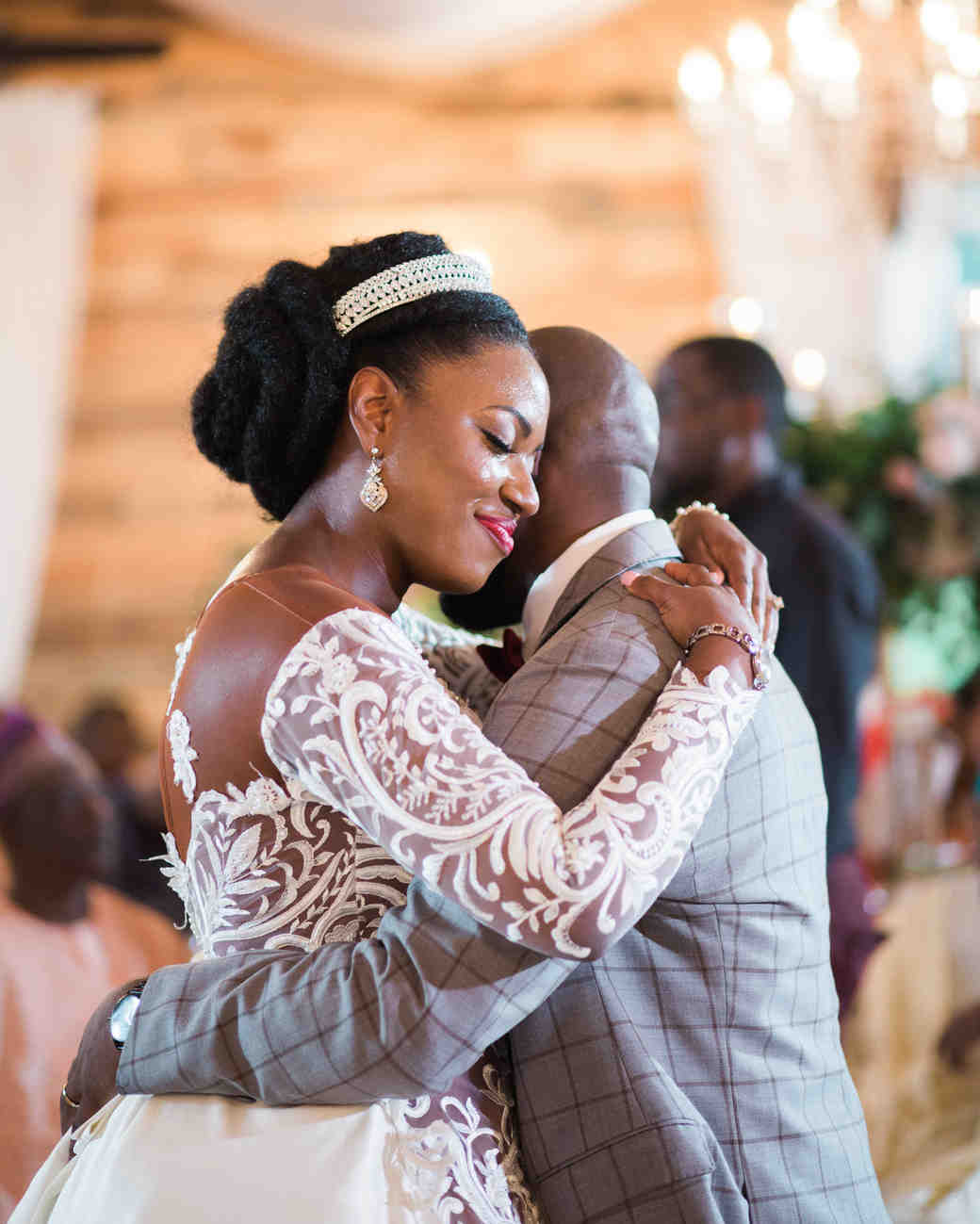bisola and tomiwa wedding first dance