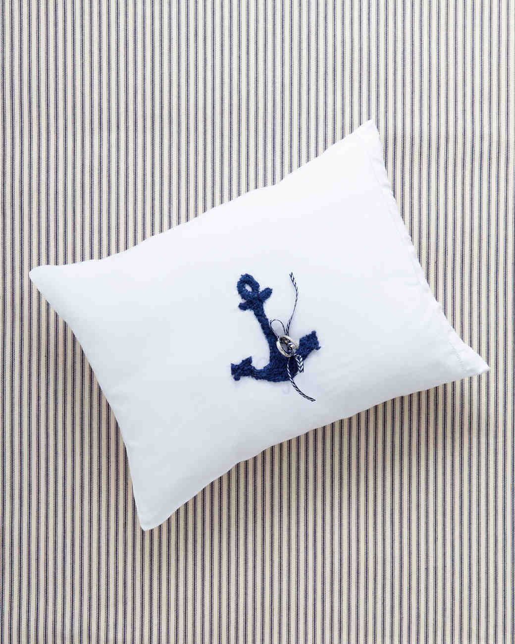 gillian-william-ring-pillow-0009-wd109007.jpg