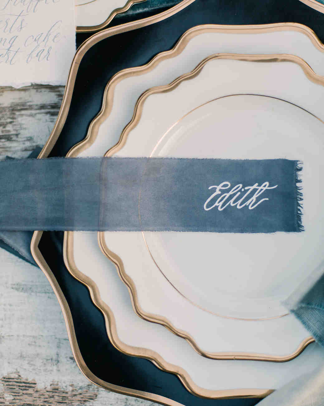 ribbon wedding ideas blue ribbon place card on white and gold plate
