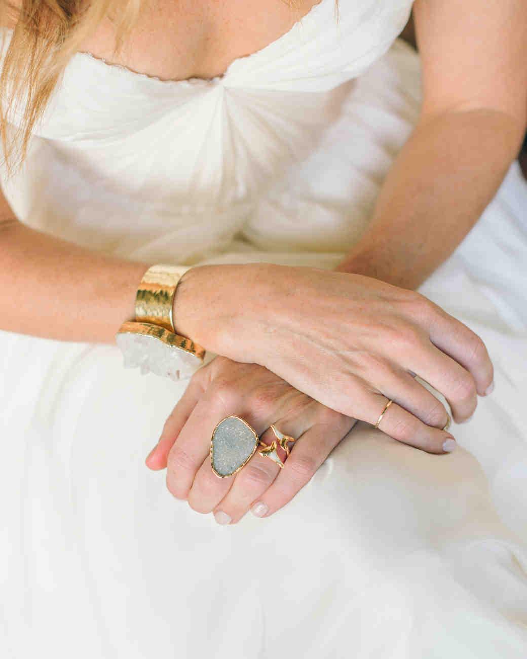 carlie-gabe-bride-049dm1-4823-s111570-0515.jpg