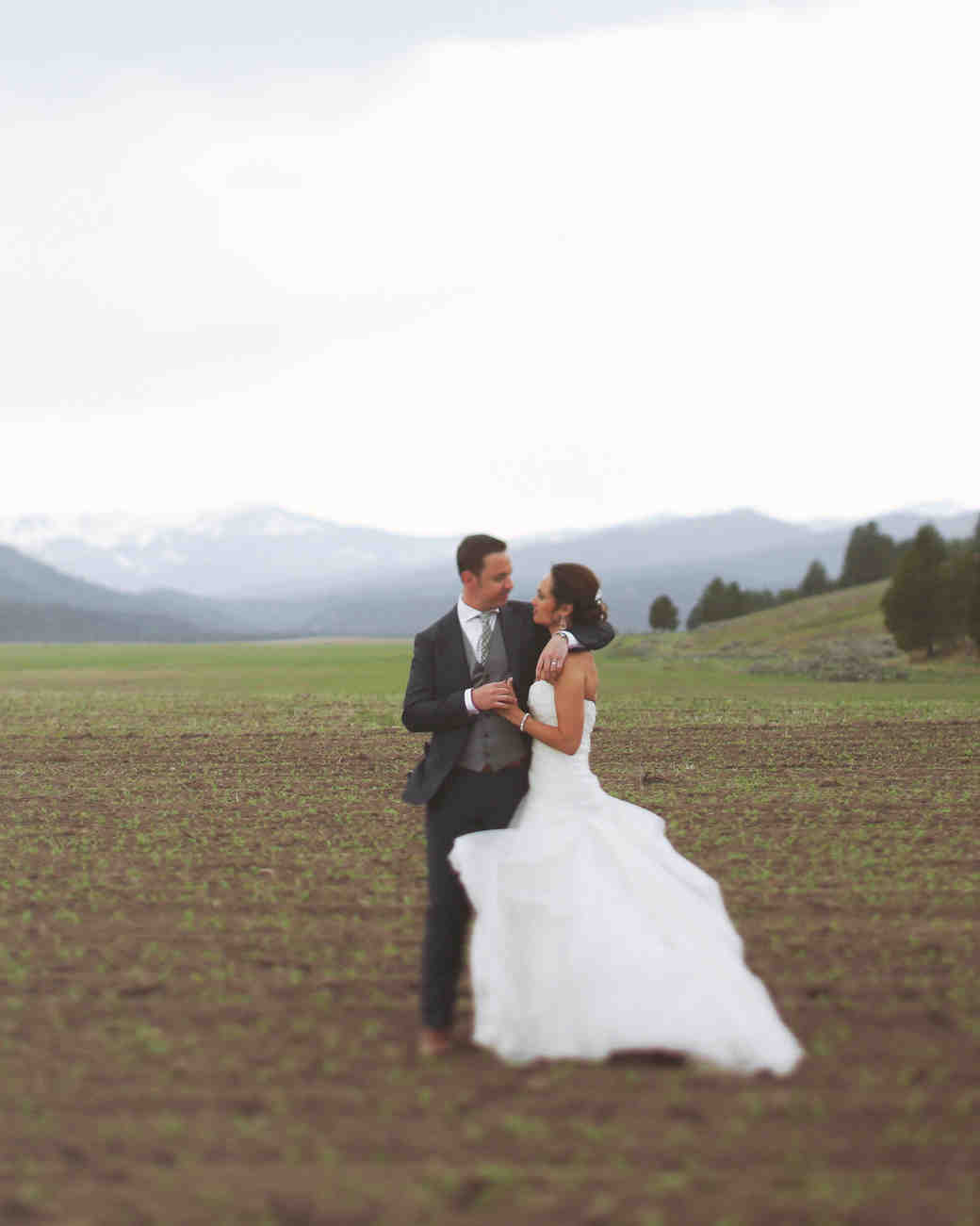 Jamie and Ryan\'s Glamping-Style Montana Wedding | Martha Stewart ...