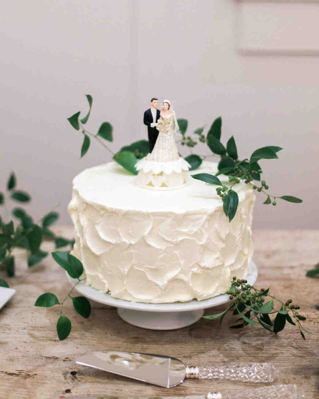 29 Wedding Cakes With Vintage Vibes Martha Stewart Weddings - Old Fashioned Wedding Cake