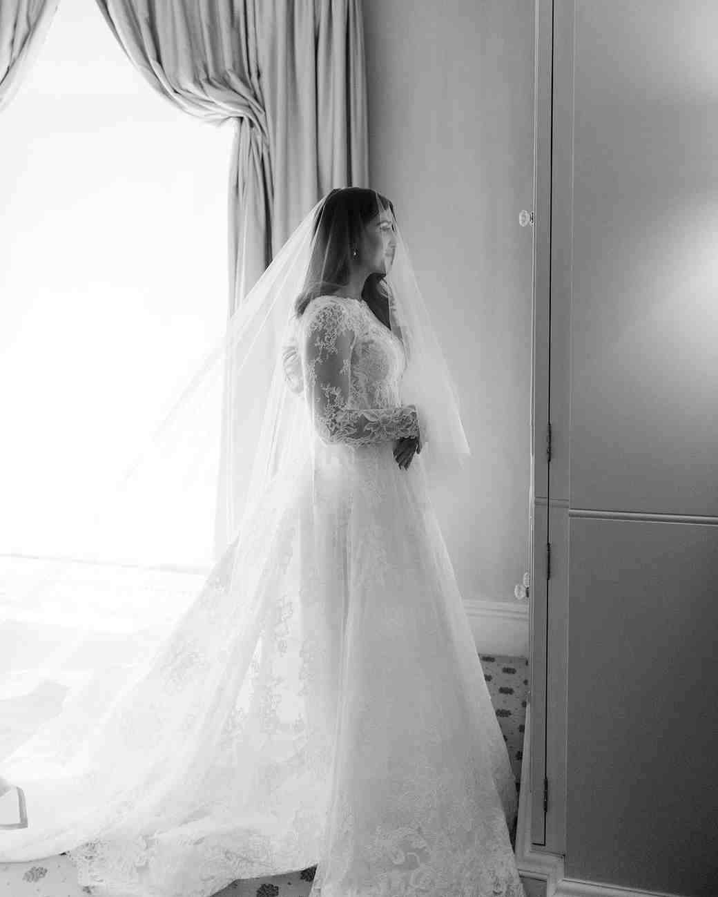 bride wearing monique lhuillier wedding dress and veil
