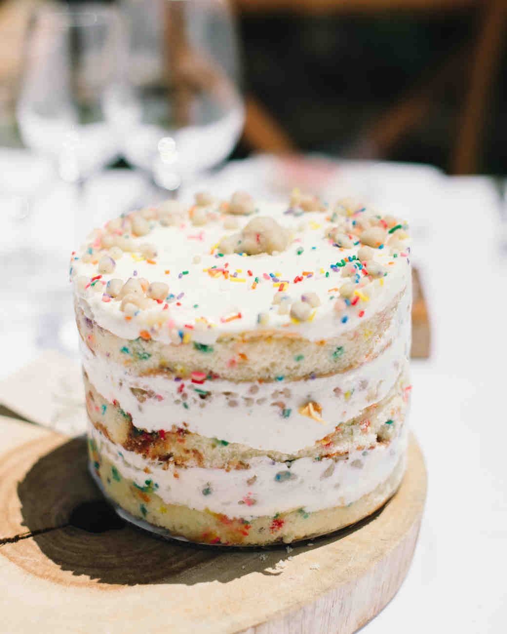 25 Vanilla Wedding Cakes That Are Anything But Boring