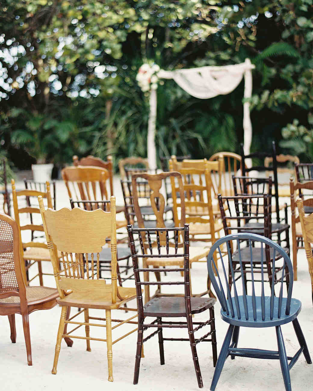 wedding-trends-2015-mismatched-chairs-1215.jpg