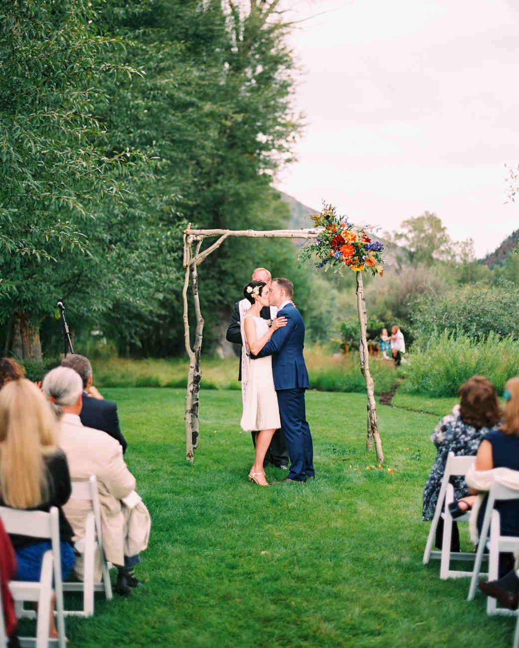 Whitney And Matt S Perfectly Imperfect Wedding In Colorado Martha Weddings