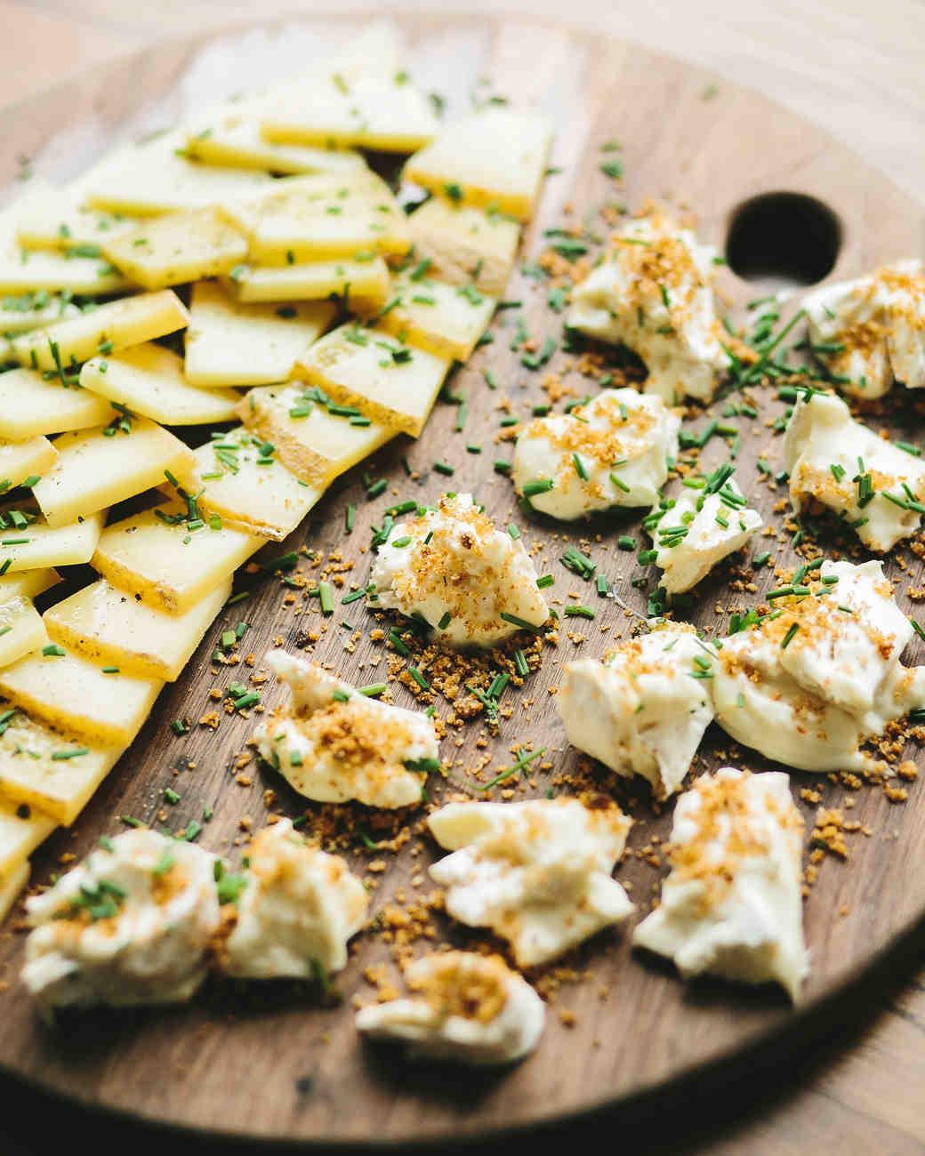 lola quinlan elopement appetizers wooden board
