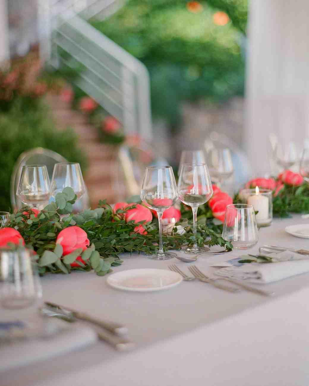 36 simple wedding centerpieces martha stewart weddings rh marthastewartweddings com Cute Wedding Centerpiece Ideas Wedding Reception Table Decorations