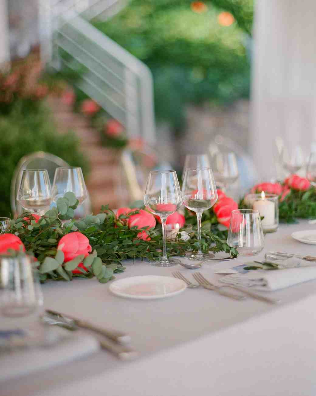 Wedding Flower Arrangements: 36 Simple Wedding Centerpieces