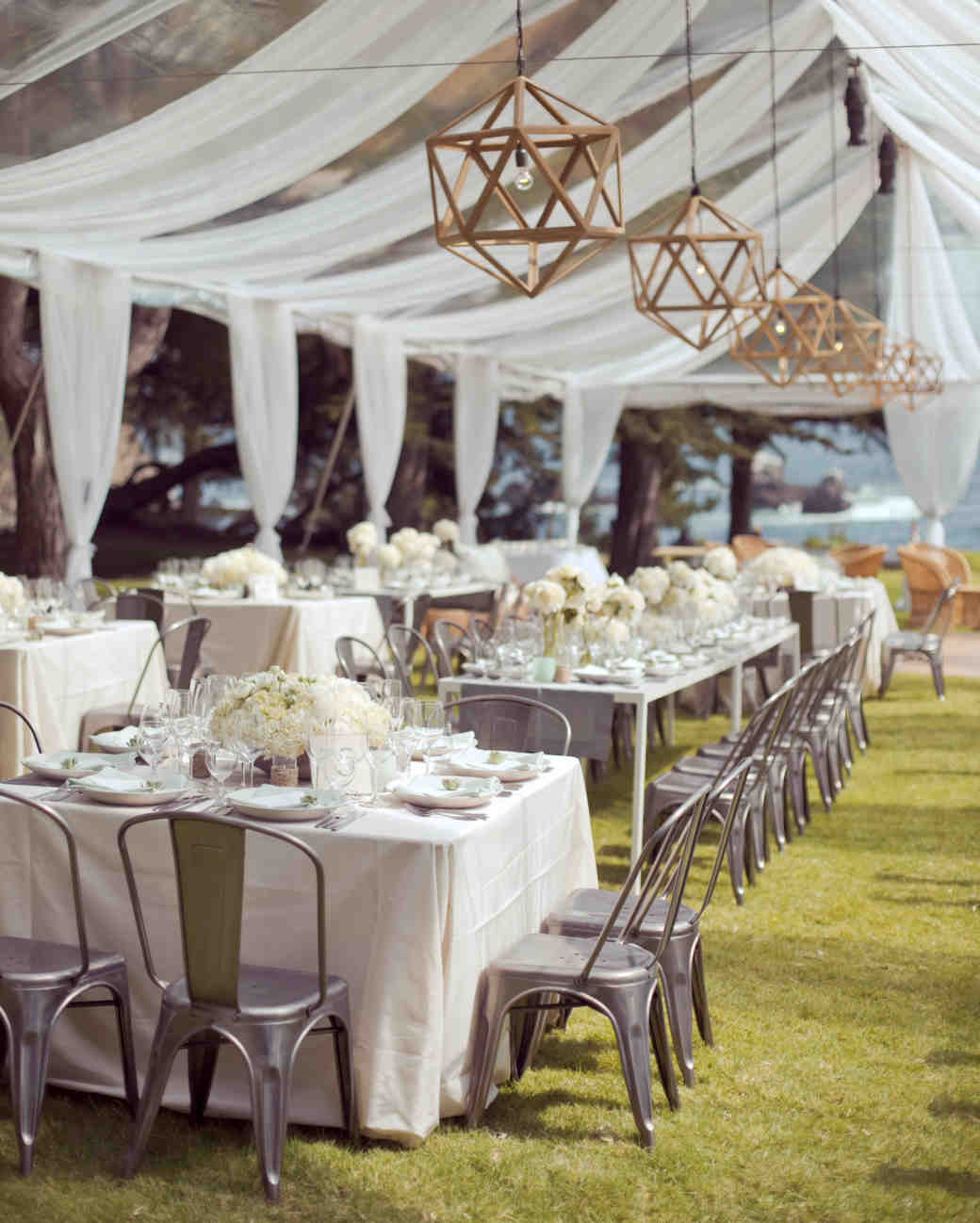 33 tent decorating ideas to upgrade your wedding reception for Decorations for weddings at home