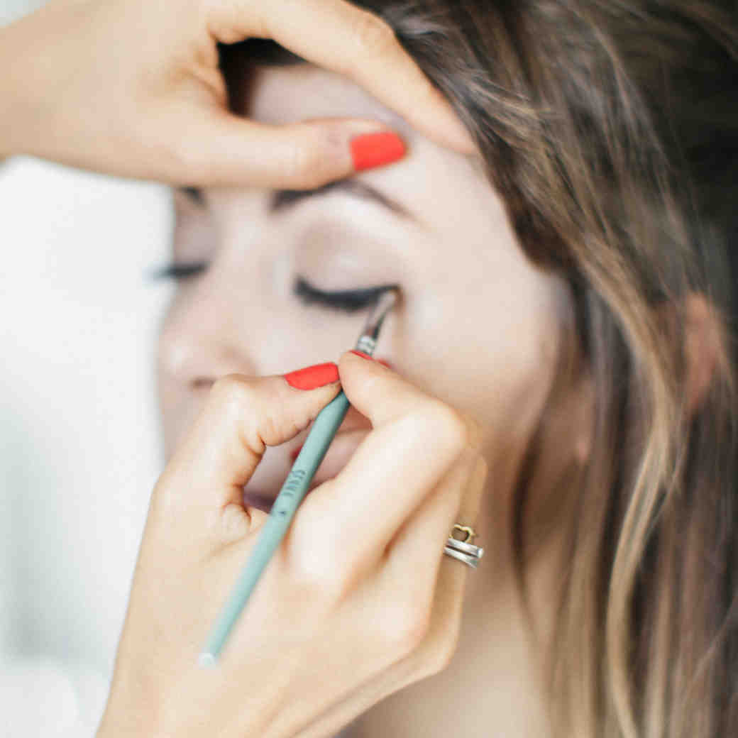 How to Make Your Bridal Eyeliner Last All Night Long
