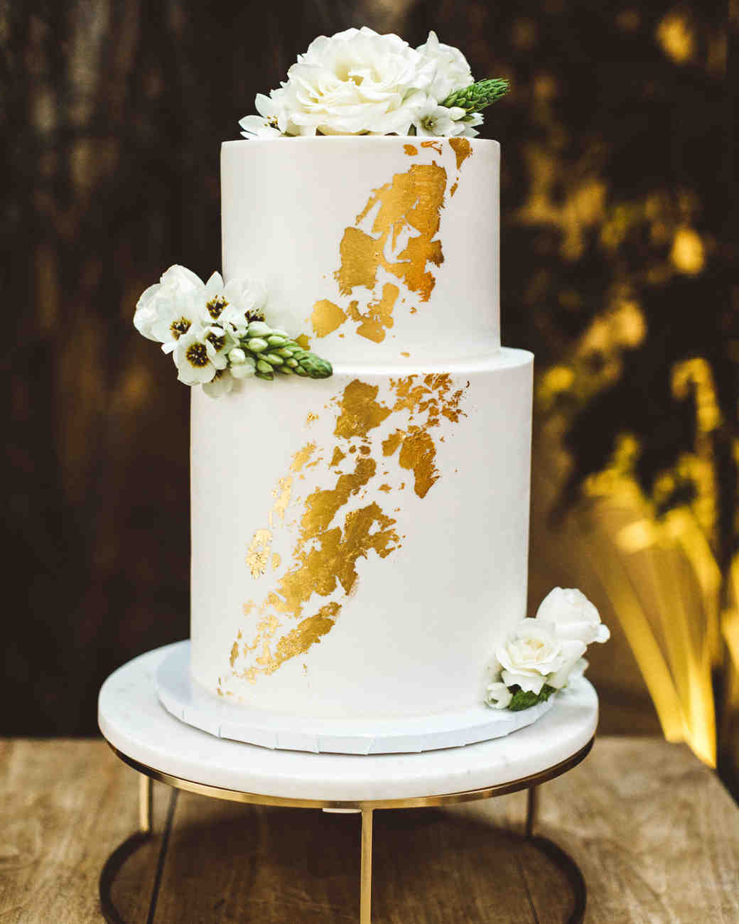 kaily matt wedding los angeles gold wedding cake with white flowers