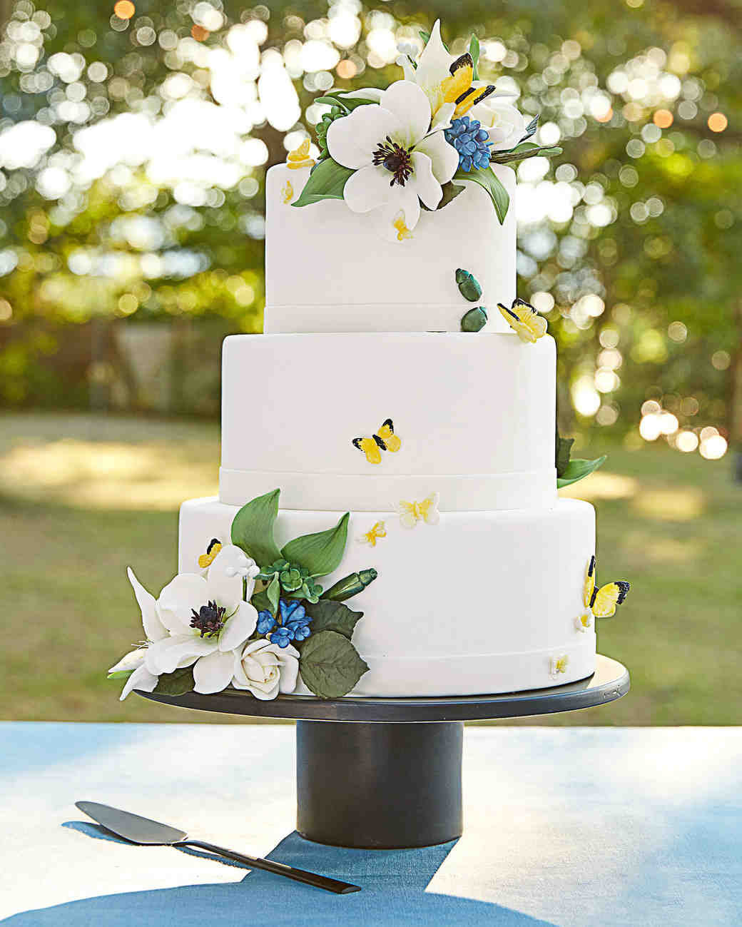 Watch 25 Timeless Yet Trendy All-White Wedding Cakes video