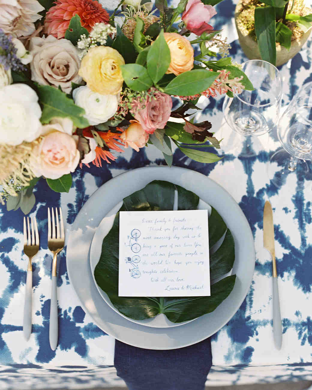 laurie michael wedding place setting with monstera leaf