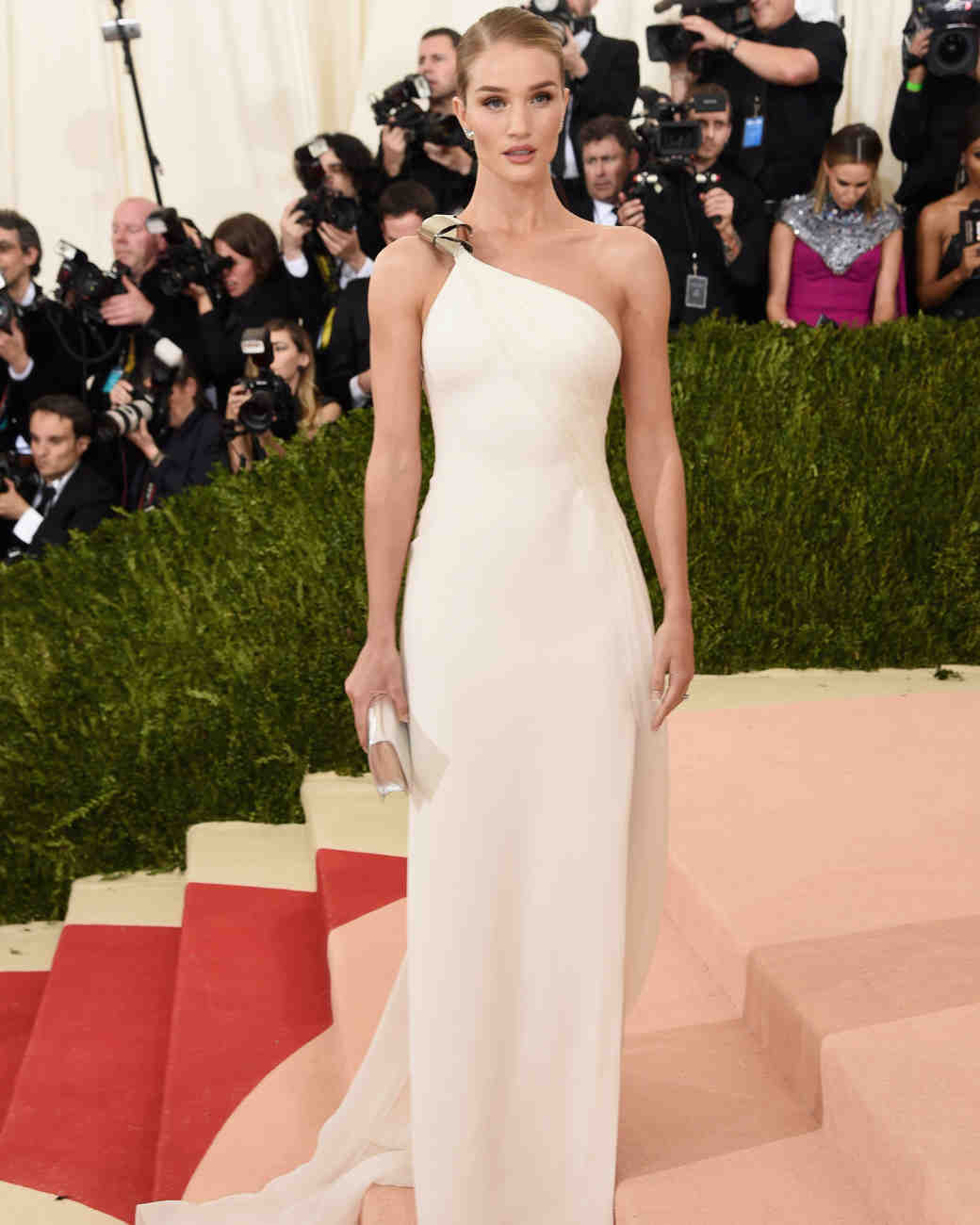 met-gala-2016-rosie-huntington-whiteley-0516.jpg