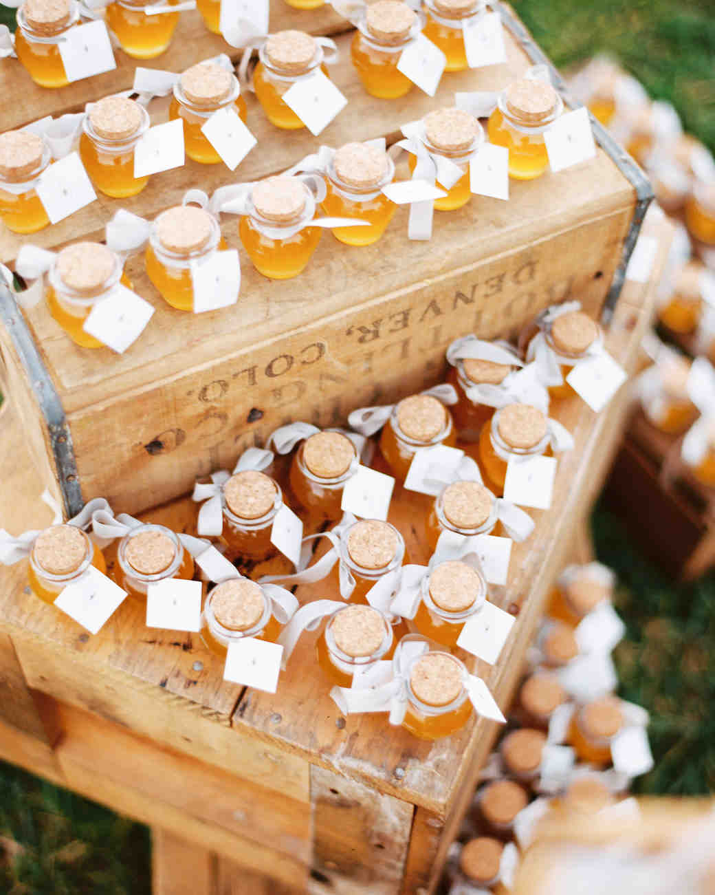 favors honey jars wooden crates