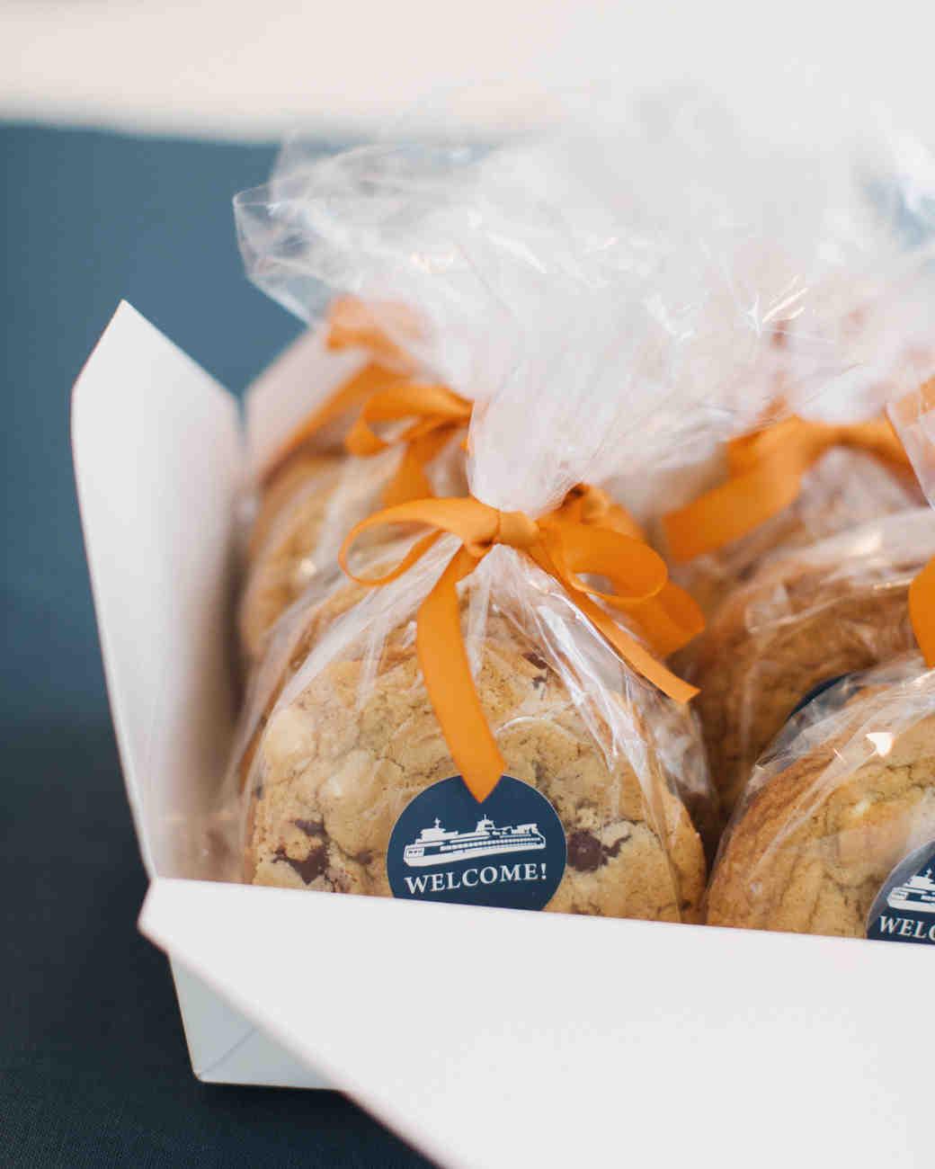 craig-andrew-wedding-cookies-015-s111833-0215.jpg