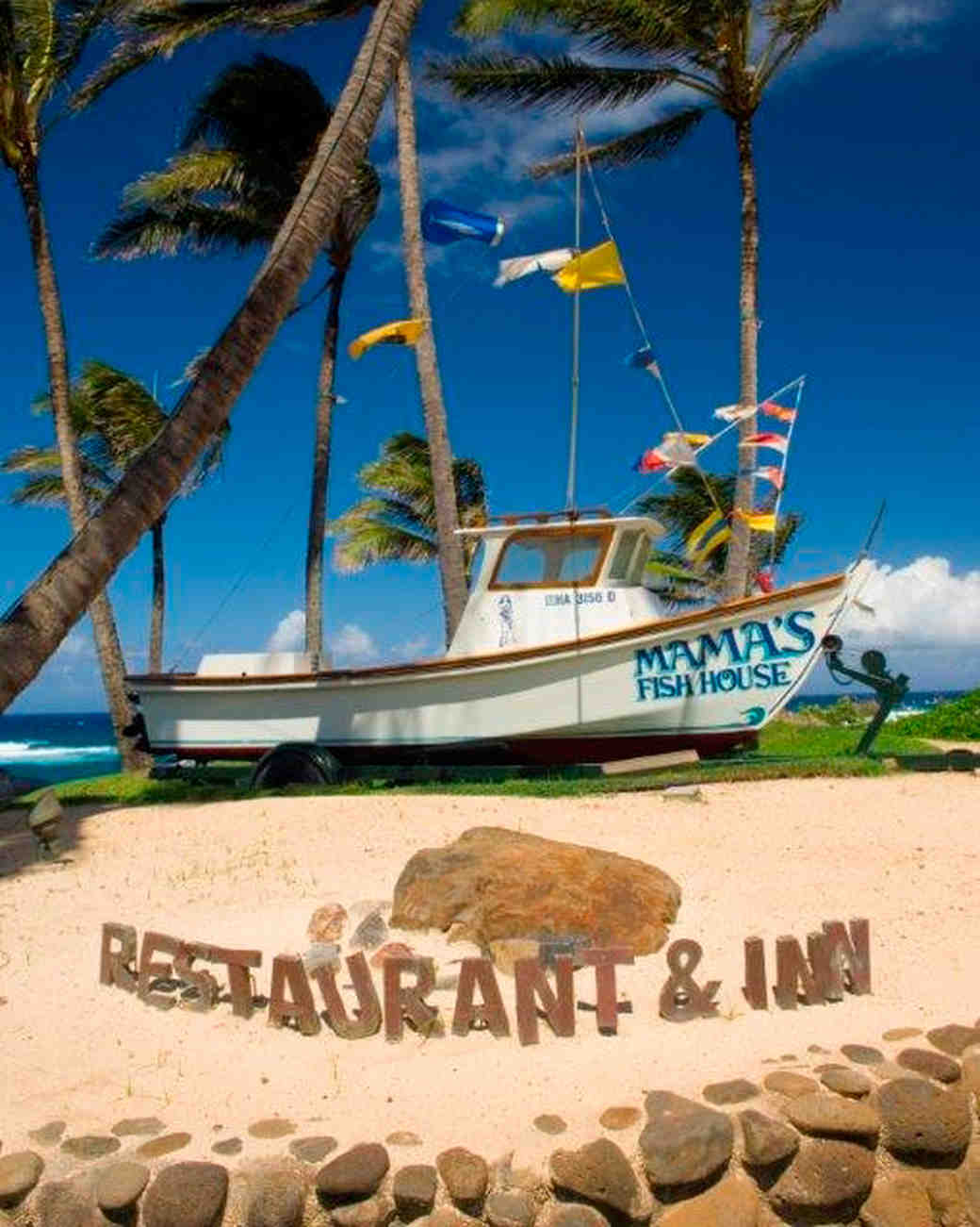 5 most beautiful places to eat and drink in hawaii for Mama s fish house maui